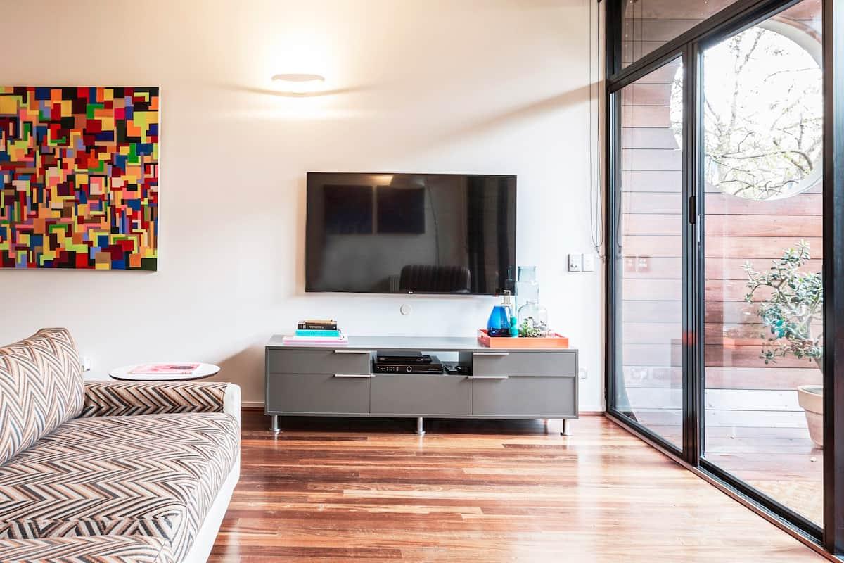 Design Life Apartment near St Kilda Penguins