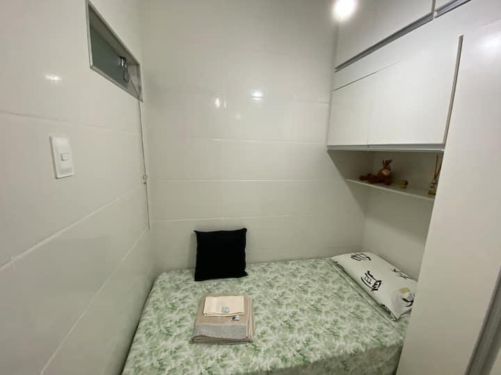 Quarto solteiro, DCE suite.  Banheiro exclusivo