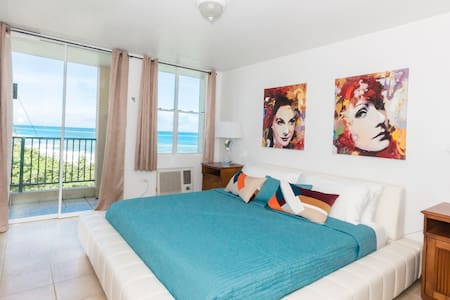 Newly Renovated 3 Bedroom Ocean Front Condo - Arecibo - Apartament