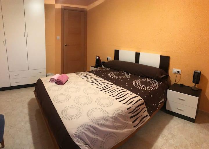 Amplia Habitación privada con DESAYUNO ☕️