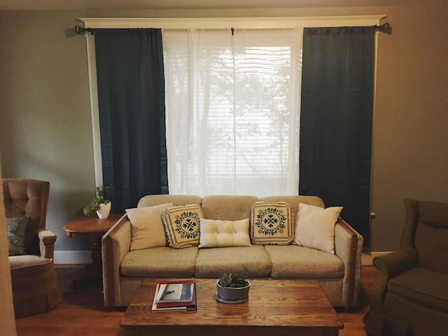 The Greenhouse | Trendy 2BR Apt. Near Downtown