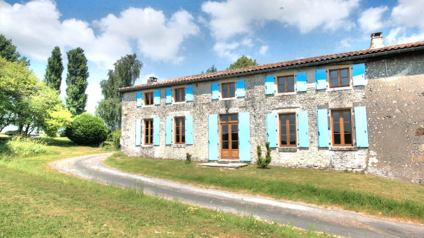 La Petite Maison - Beautiful 2 Bed, 2 Bath Cottage - Chillac - House