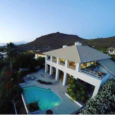 360 Degree views, mountain side luxury home w pool