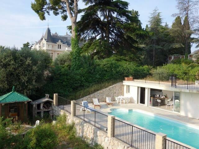 Villa 3p avec piscine chauffée privative au calme.