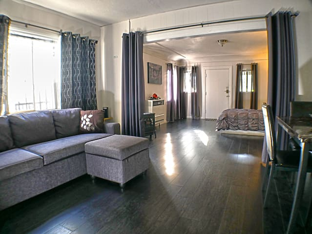 Heart of Hollywood - Large and bright apartment