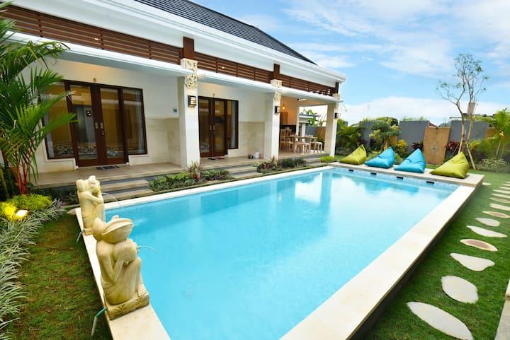 Canggu Tropical House/Italy. 500m to the beach!