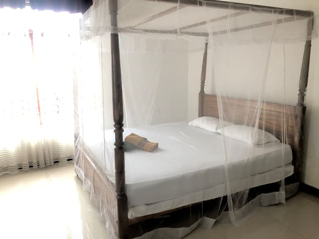 Private and bright room in Weligama. (With A/C)