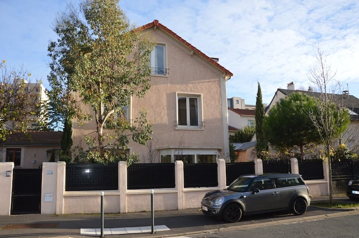 Large family house - Vanves - House