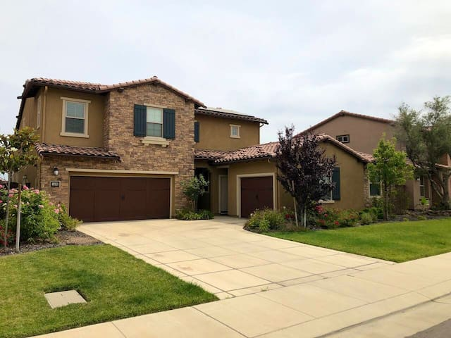 Lovely Casita in private gated lake community.