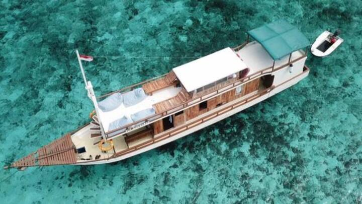 Boat 502 Komodo Cruise Trip for 1 - 5 Persons