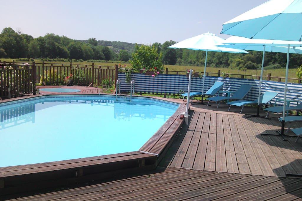 Swimming pool and paddling pool