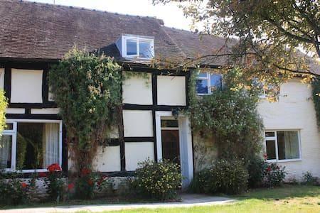 Rural Hereford Farm house slps 17 - Casa