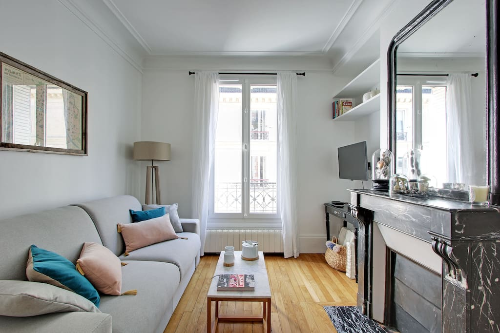 The windows allow for a wonderful stream of light into the main living area of your Paris holiday flat.
