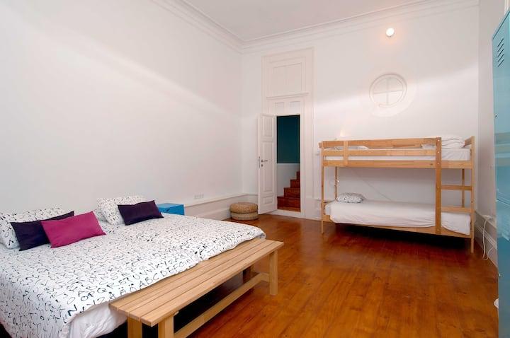 Familiar Room at So Cool Hostel Porto