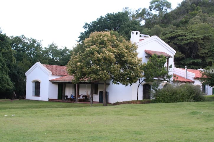 Corral de Irusta- Secluded Farm House in the Hills
