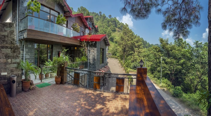 3 bedroom Pvt Kasauli Woods Cottage | Nature&Peace