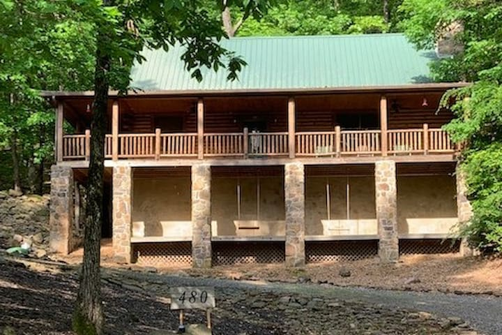 Log Cabin Escape on Greers Ferry Lake