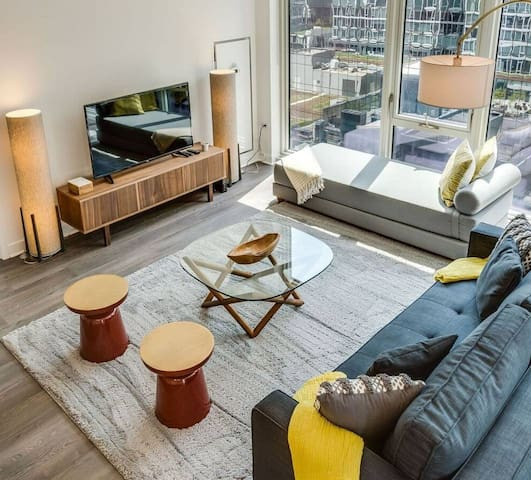 Luxury 2 Bedroom in the Heart of Chicago