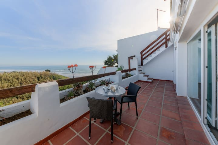 Bright apartment with sea views 407A