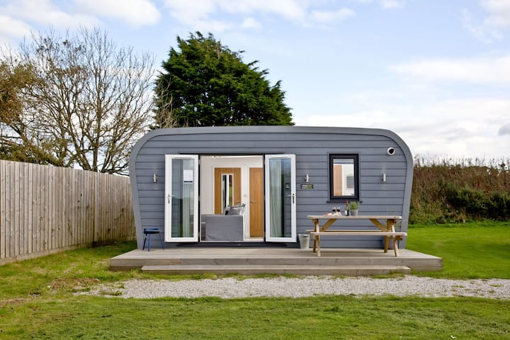 Wheal Tor- Beautifully fitted Wooden Lodge Helston