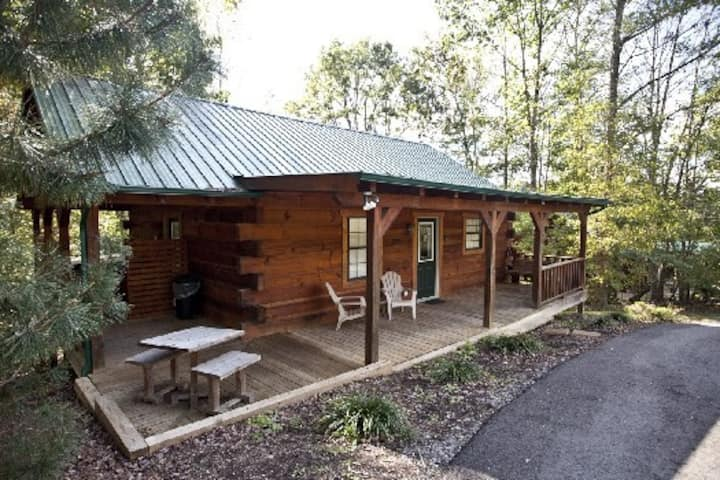 Bear Cabin with Hot Tub