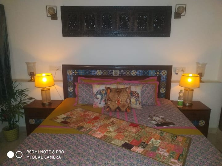 Amrita - Deluxe Room with King Size Bed & Antiques
