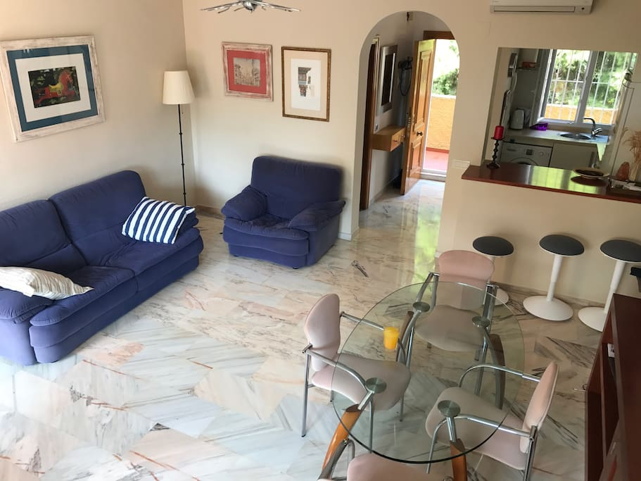 Living room, open kitchen, entrance door, high ceilings, marble floor, flooded with light