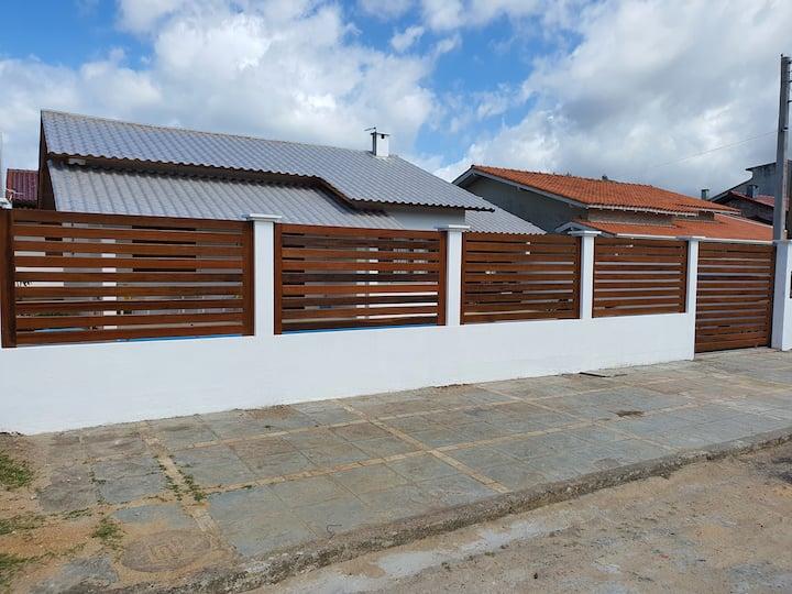 Casa centro IMBÉ com piscina, a 2 quadras do mar.