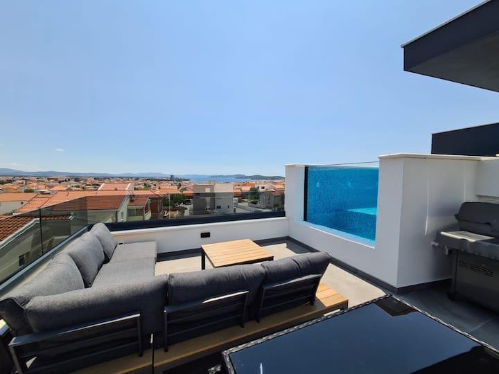 Villa Lio 2 Vodice - Der Aqarium-Pool auf dem Dach