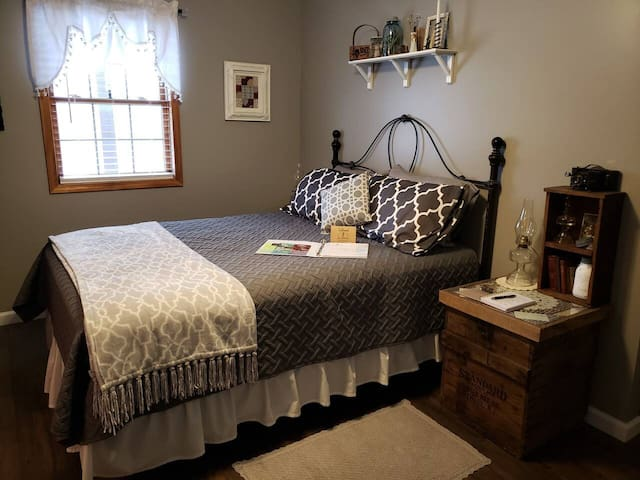 Gramma's Room - Big Country Bed & Breakfast