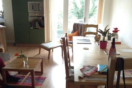 Cosy & artistic flat in beautiful Stockbridge - Edimburg