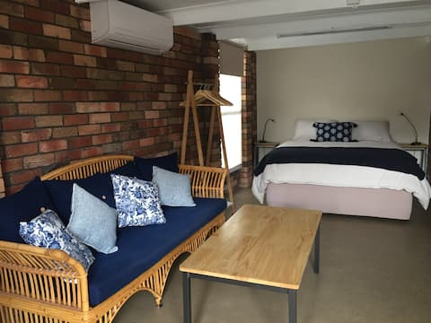 Guest suite, Air Con, private access, ensuite