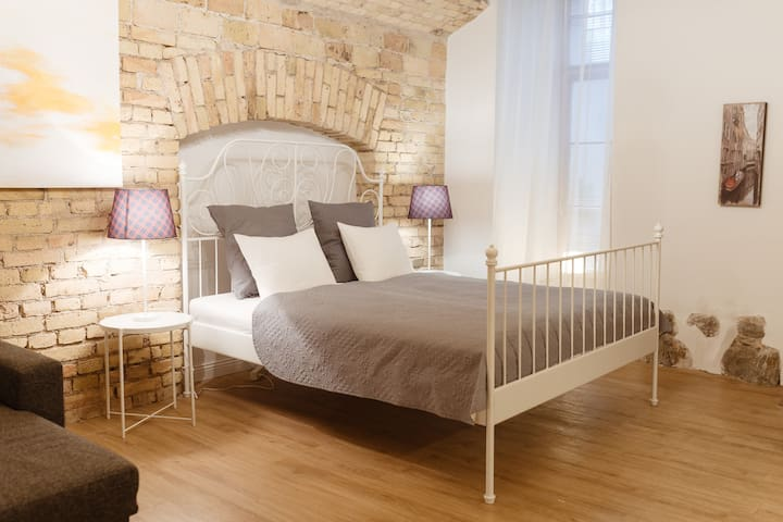 Great Stylish Studio in Old Town T12B