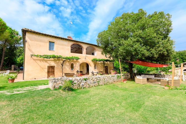 Tuscany villa 16 pax: A/C,pool,wi/fi,hot-tub