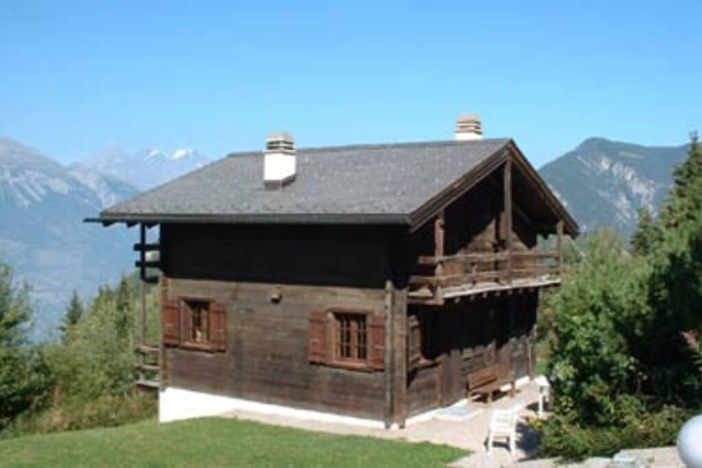 chalet valaisan typique varykyno chalets zur miete in chalais wallis schweiz. Black Bedroom Furniture Sets. Home Design Ideas