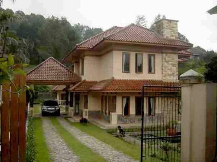 "Private Villa ""Mandala"" ( 100 m from the m road )"