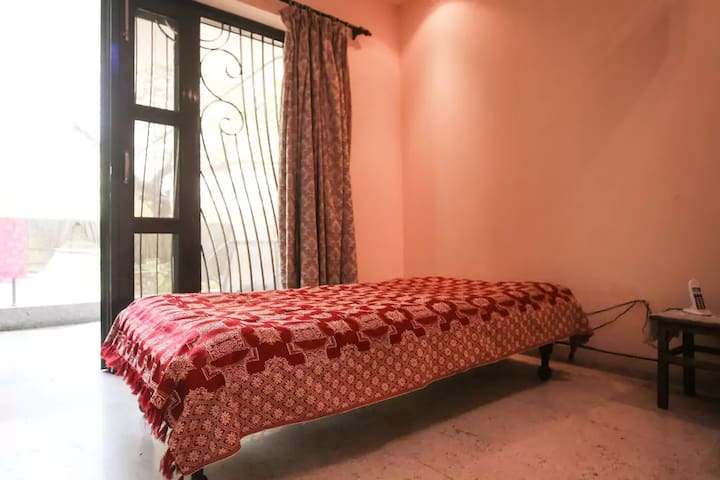 Shared bedroom in classic location & quiet place