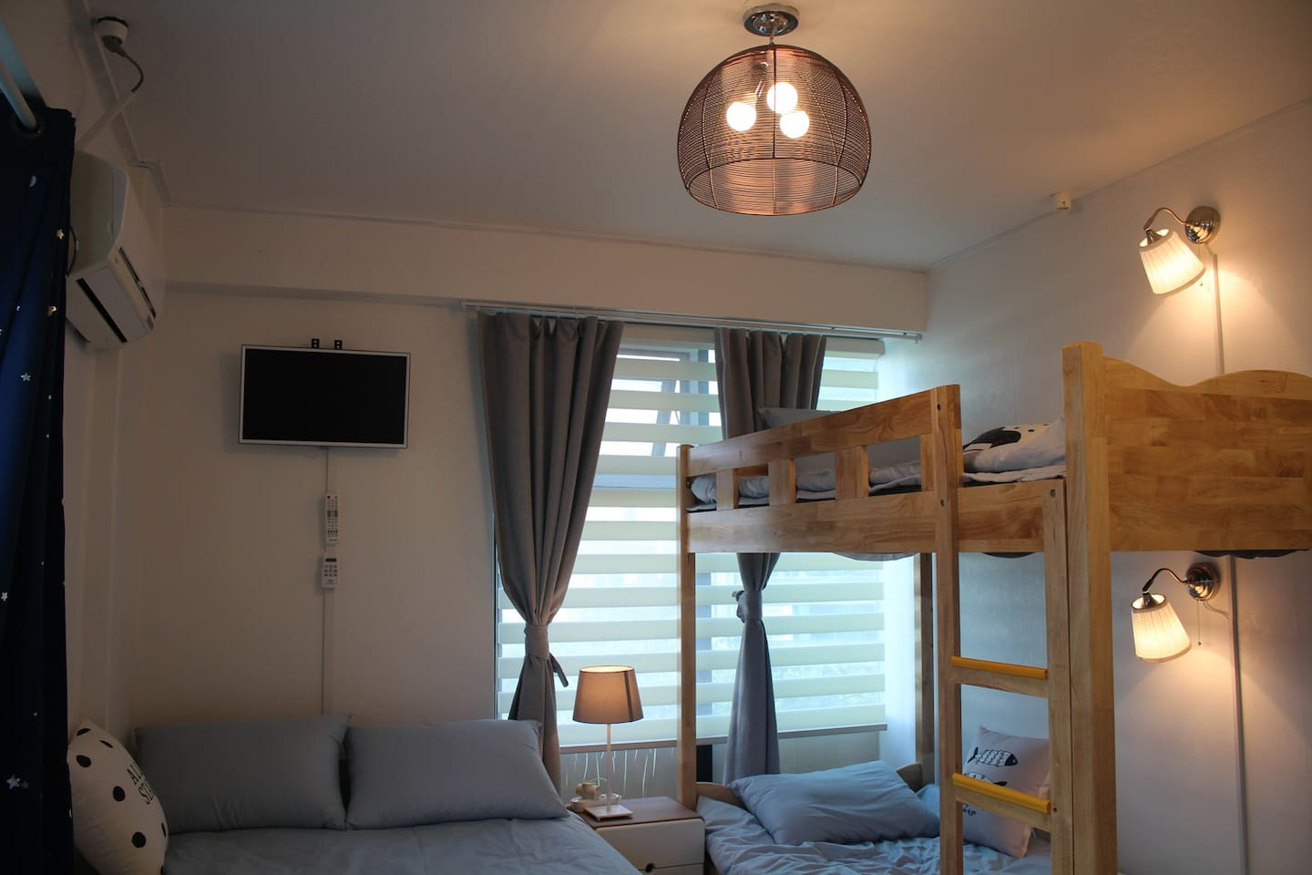 #503 is full equipped one doublesize and one bunkbed room / 503호는 모든시설이 갖춰진 더블베드 1개, 이층침대 1개 방입니다