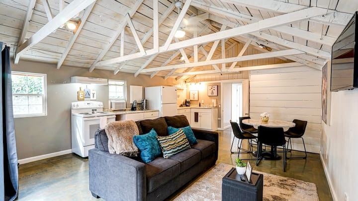 Charming Cottage near downtown Santa Rosa