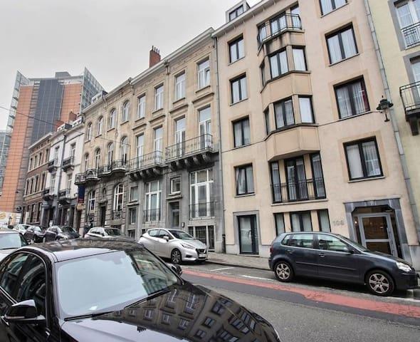 Schuman 1-bedroom apartment - MUST SEE!