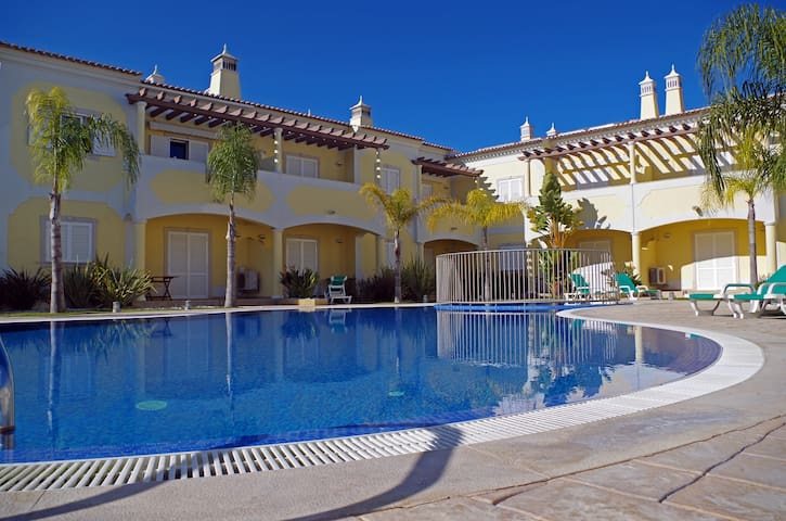 Holidays at Poolside- Free Wi-Fi, Cable TV, BBQ - Albufeira - Apartment