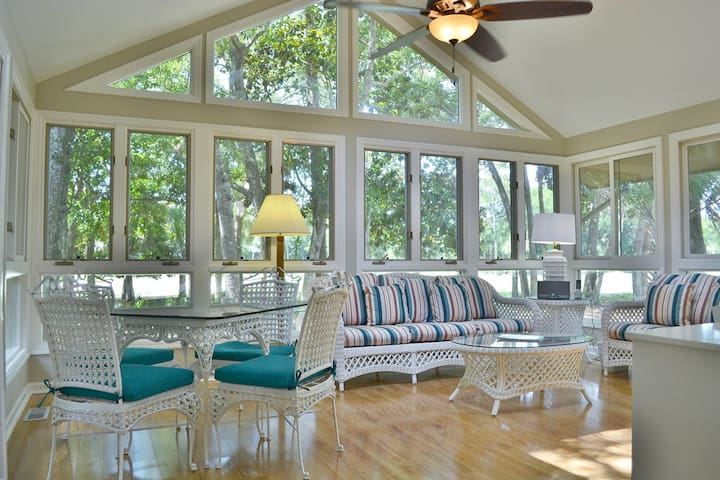 Remodeled home w/ deck, sun porch & in-law suite - dogs OK, 700 yards to beach!