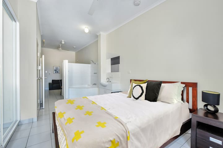 Darwin City, Top Floor Studio Apartment.