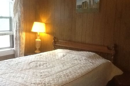 舒适而交通方便的旅游之家(每房每晚四十美金,加一位房客另外加十美金 - Chicopee