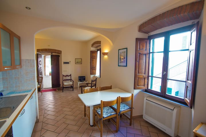 Old town apartment 100m from the sea