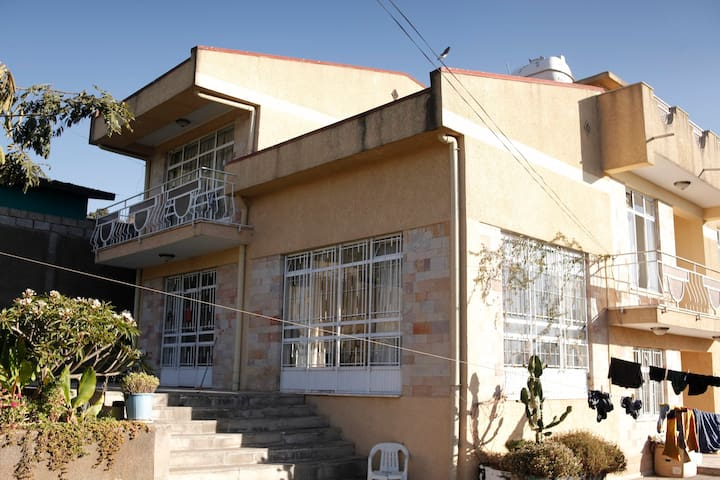 Secluded house with excellent hillside views - Addis Ababa - House