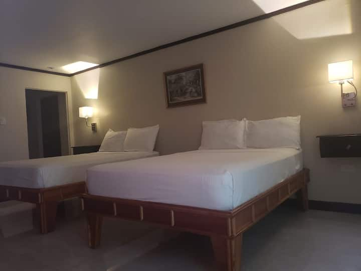 Mento Suite w/ 1 Bedroom and 2 Double Beds