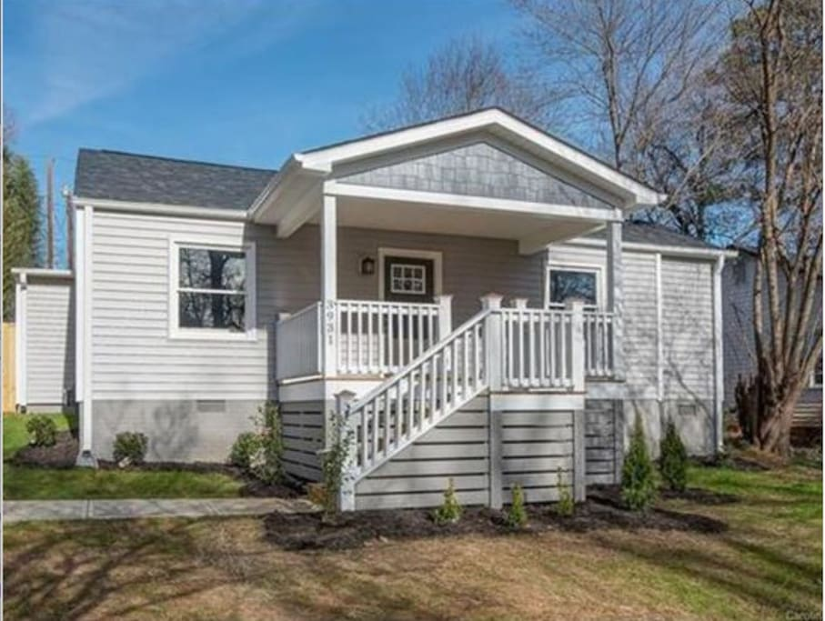 Cozy 2 bed & 2.5 bath house. Great porch to either work or relax. You get your own en-suite bathroom/Queen bed for privacy. Close to the Sugar Creek Light Rail Stop and to NoDa Historic District.