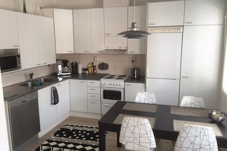 Cozy 2 bedroom apartment, 74 sqm - Tuusula - 連棟房屋