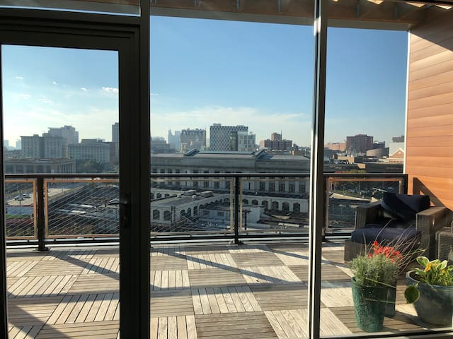 Modern Luxury 2 Bed/ 2 Bath in Heart of Baltimore